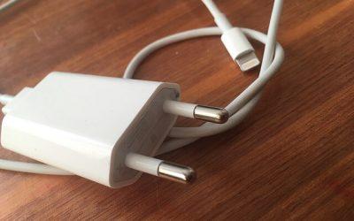 Elképzelhető, hogy az iPhone 12 töltő nélkül érkezik? Mi lehet az oka?